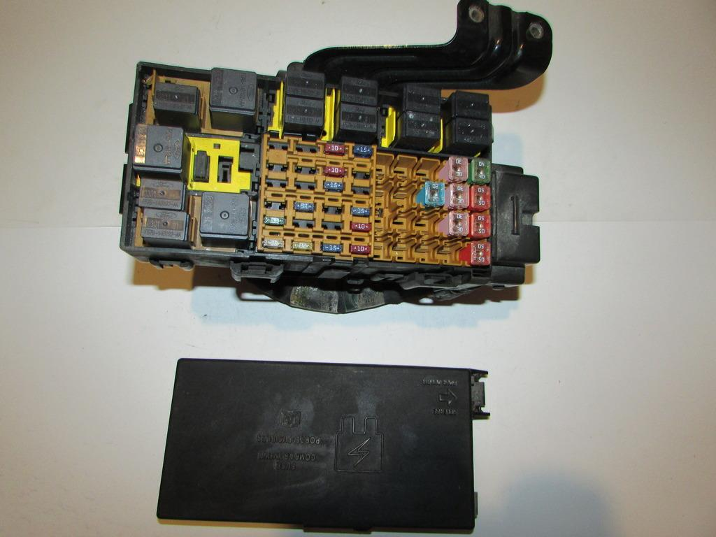 99 01 ford explorer 2 door sport v6 4 0l under hood relay fuse box block  1396 ebay 2001 audi fuse box location 2001 audi tt fuse box location