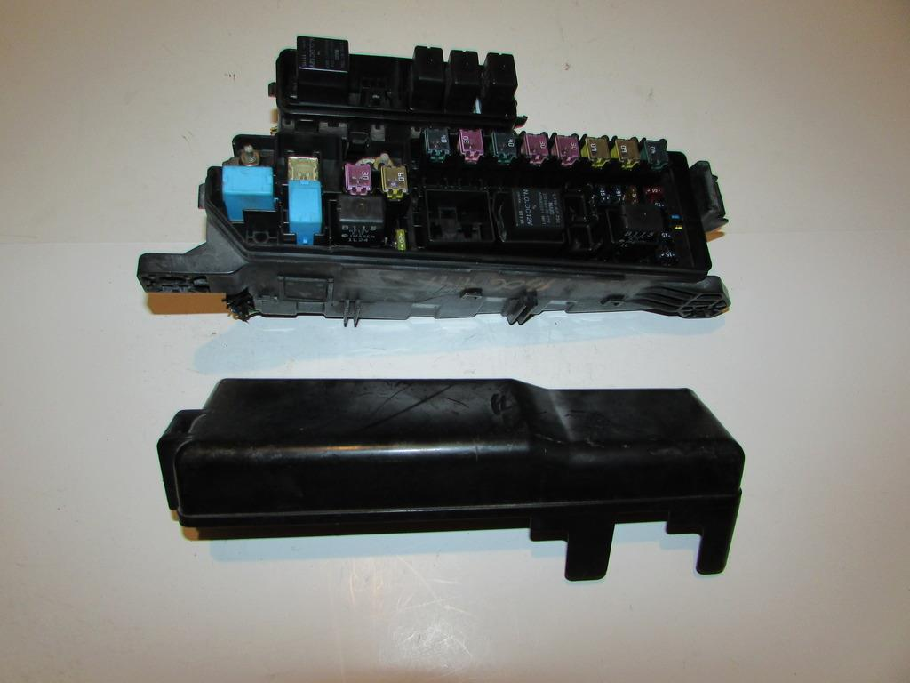 99 06 mazda mpv 3 0l v6 under hood relay fuse box block warranty click to close full size