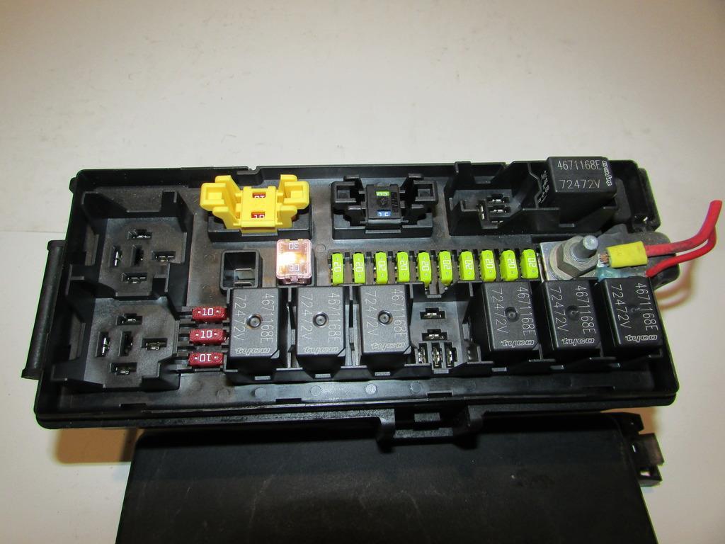 06 06 jeep commander tipm integrated power module under. Black Bedroom Furniture Sets. Home Design Ideas