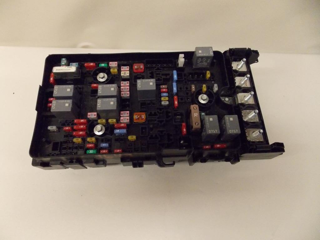 15 16 chrysler 200 sedan 2 4l under hood relay fuse box block click to close full size item description 2015 chrysler 200 sdn under hood relay fuse box