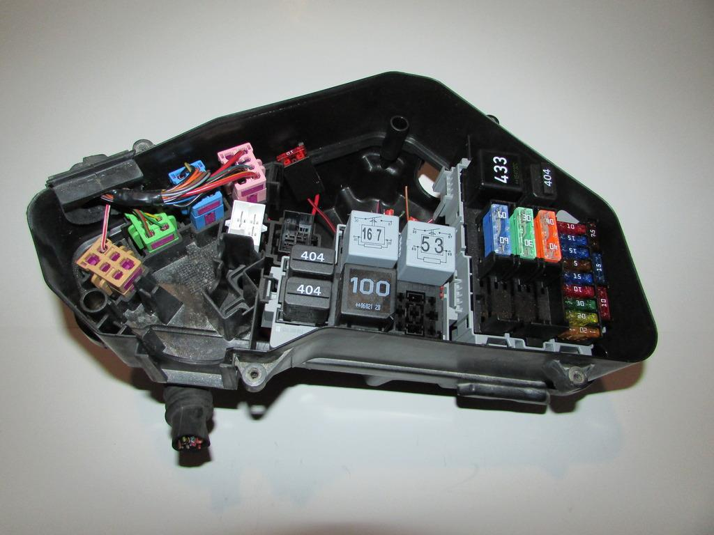 04 06 porsche cayenne 3 2l v6 under hood relay fuse box. Black Bedroom Furniture Sets. Home Design Ideas