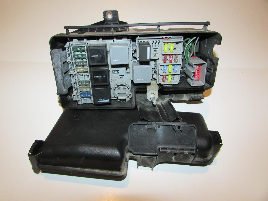 29027308 05 07 volvo xc70 2 5l under hood relay fuse box block warranty fuse box warranty at soozxer.org