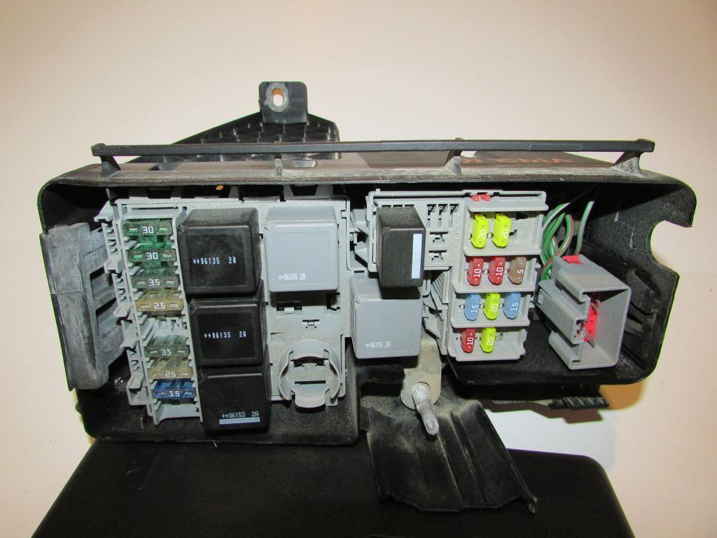 29027309 05 07 volvo xc70 2 5l under hood relay fuse box block warranty fuse box warranty at soozxer.org