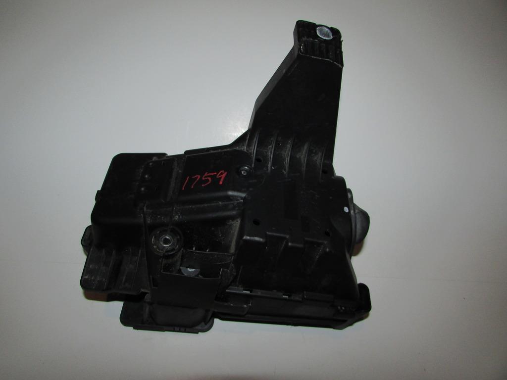 29027310 05 07 volvo xc70 2 5l under hood relay fuse box block warranty fuse box warranty at soozxer.org
