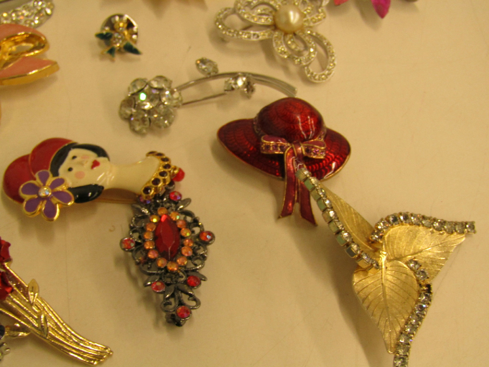 Costume jewelry brooch pin lot sparkle rhinestone red hats for Red hat bling jewelry