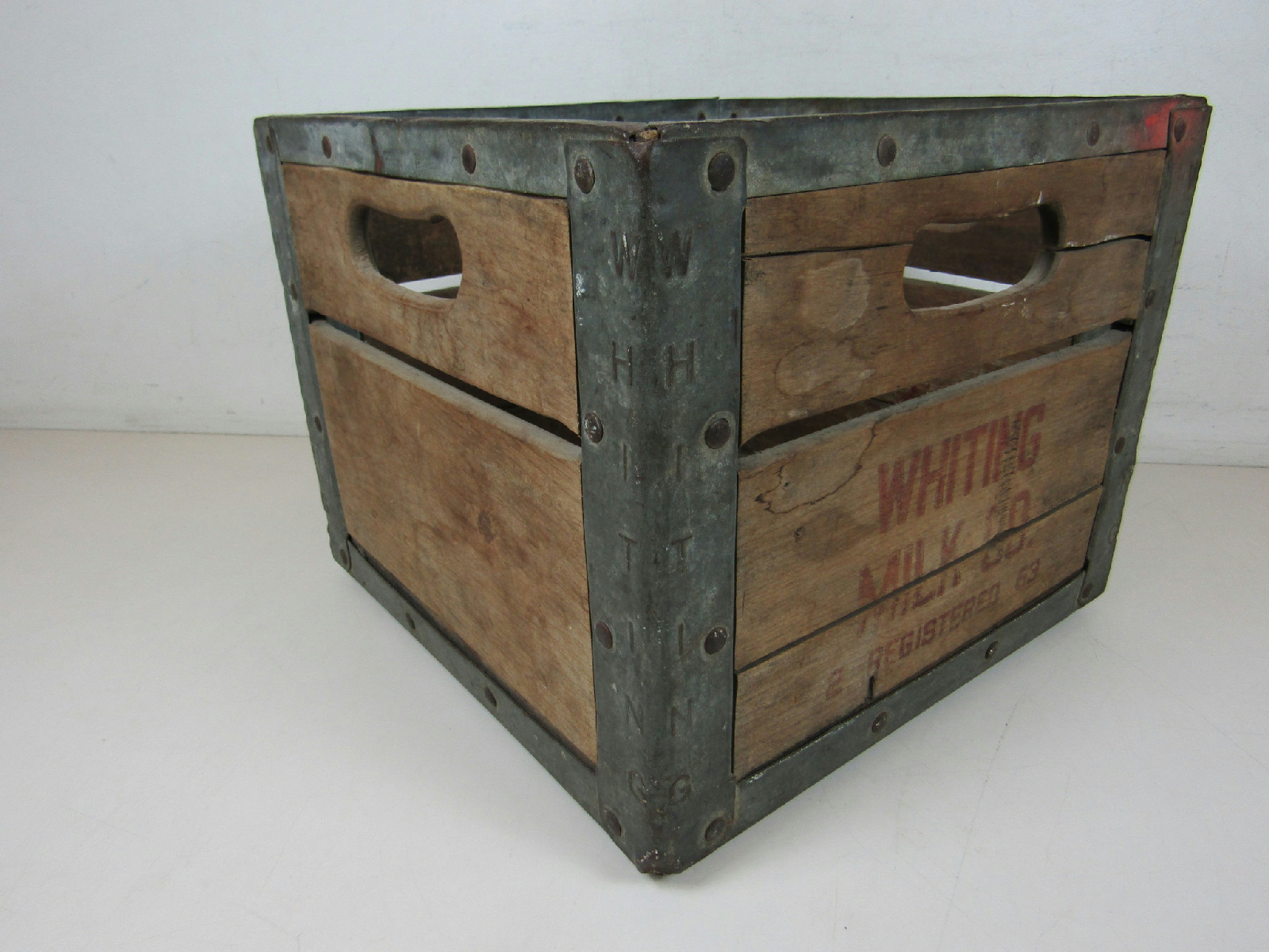 vintage whiting milk co 2 registered 63 wooden milk crate. Black Bedroom Furniture Sets. Home Design Ideas