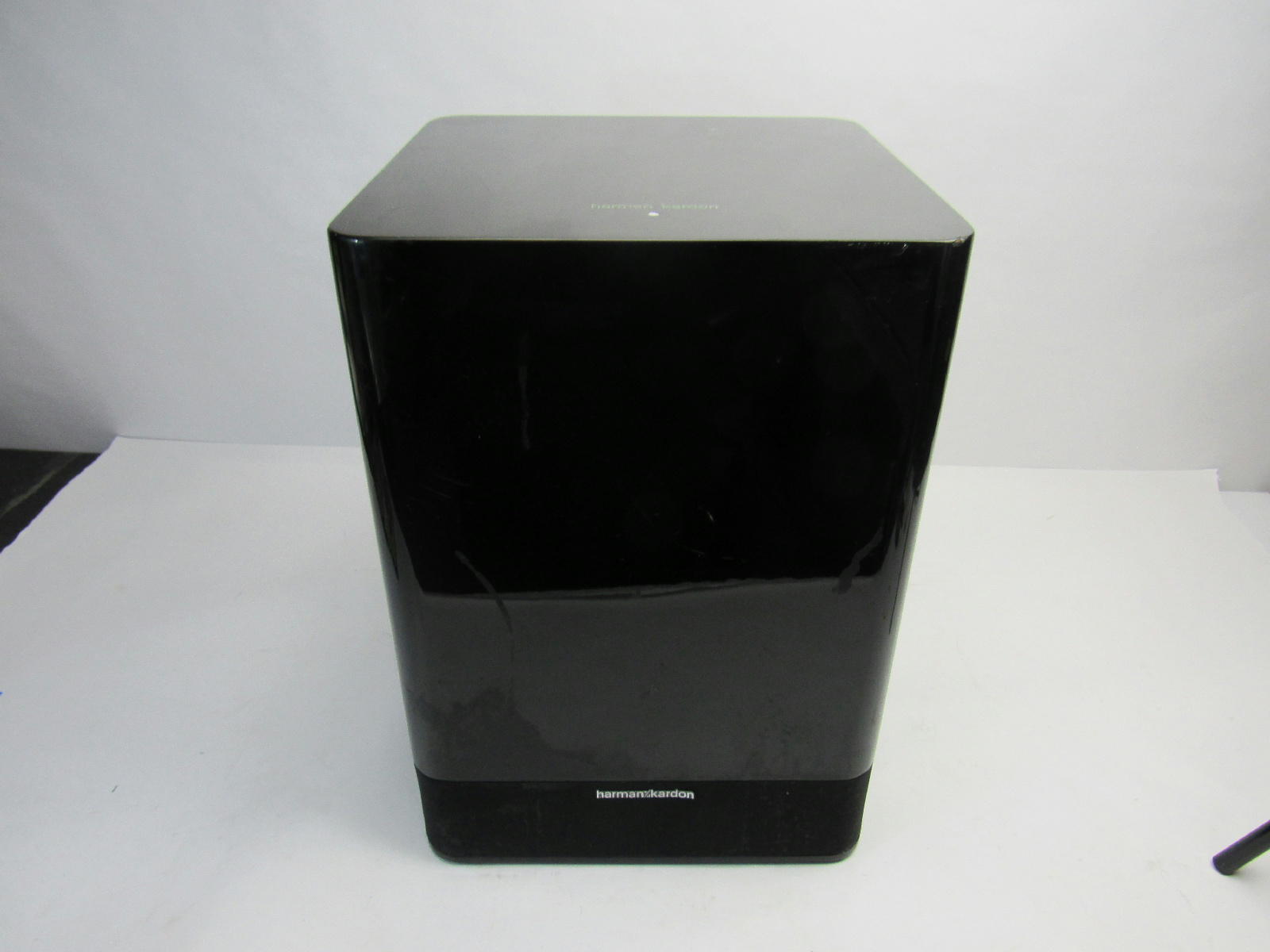 harman kardon sb 16 subwoofer. Black Bedroom Furniture Sets. Home Design Ideas