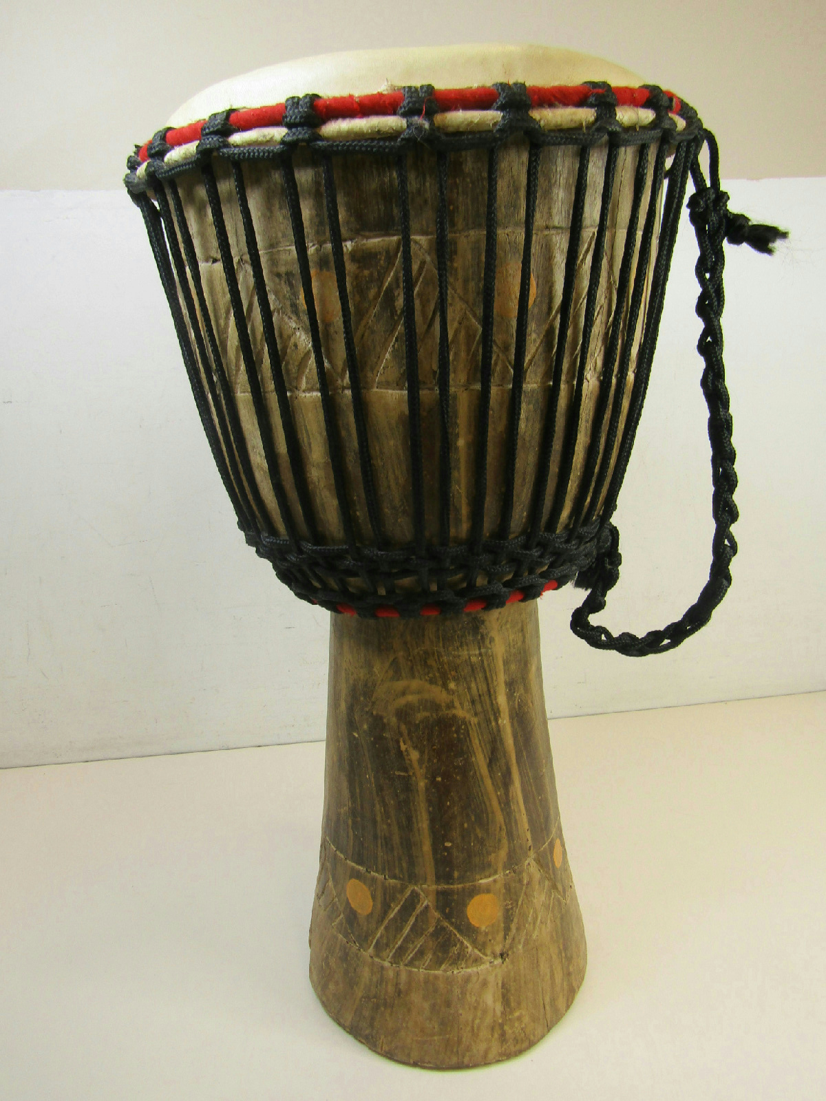 unbranded hand made carved djembe rope tuned african hand. Black Bedroom Furniture Sets. Home Design Ideas