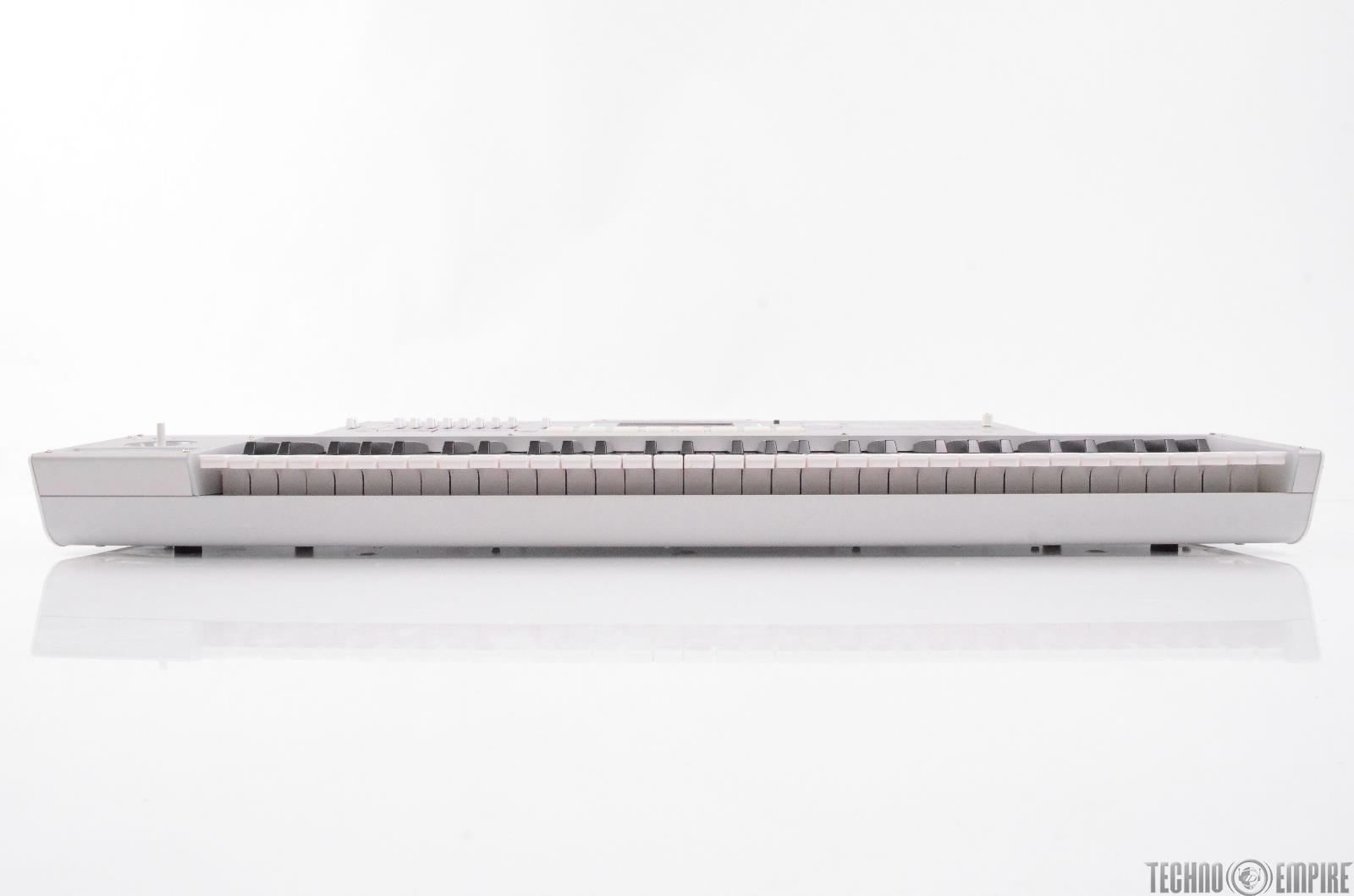 korg m3 xpanded music workstation sampler 61 key keyboard 27674. Black Bedroom Furniture Sets. Home Design Ideas