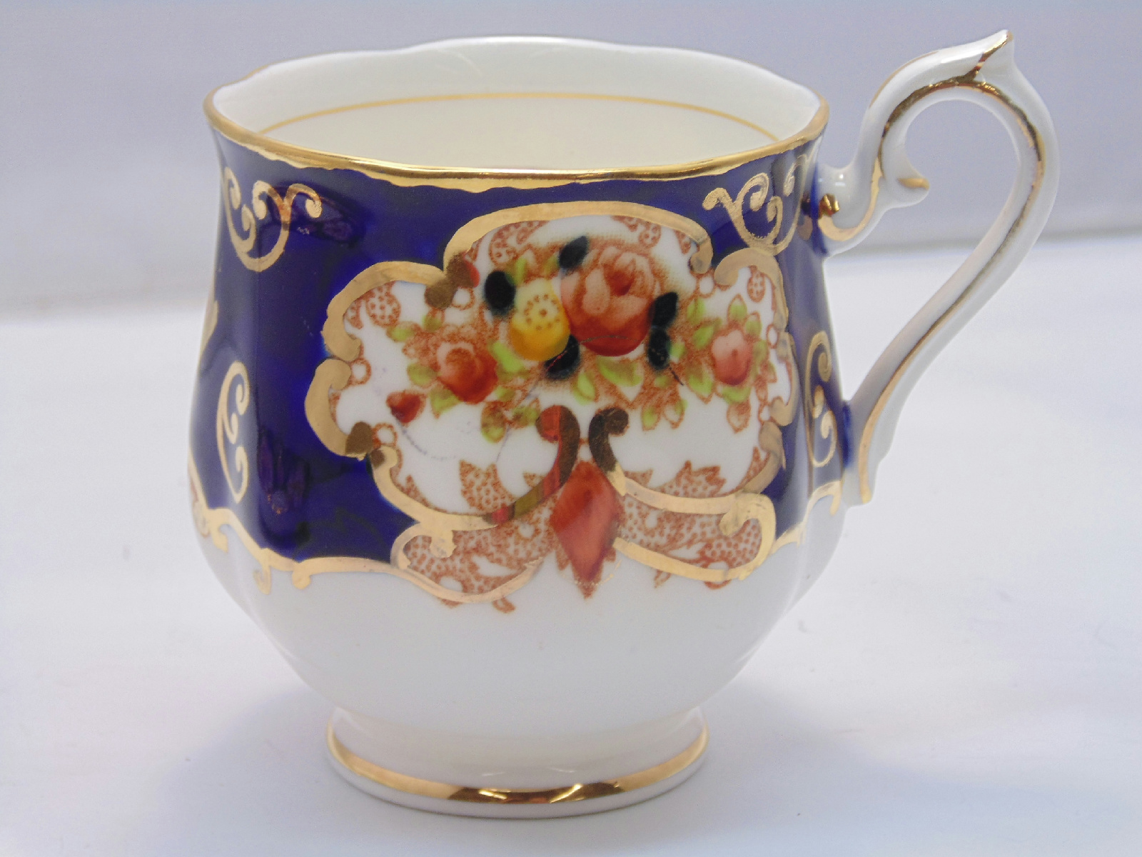 royal albert bone china england heirloom pattern tea cup saucer b ebay. Black Bedroom Furniture Sets. Home Design Ideas