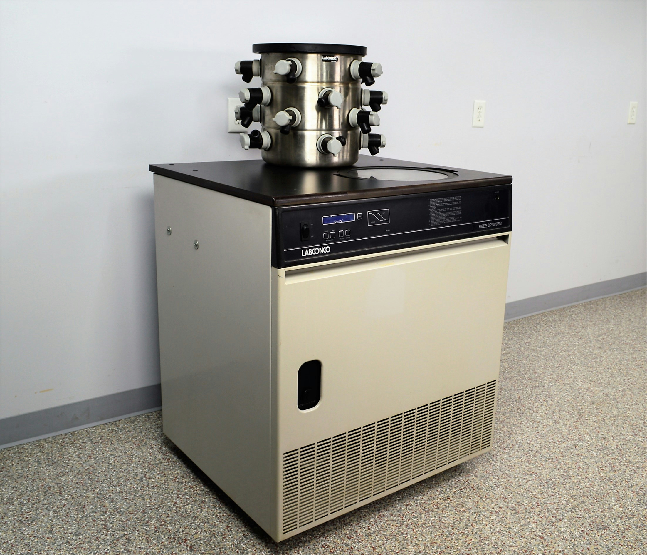 Image of Labconco-Mobile-Freeze-Dryer-Lyophilizer-Vacuum-77540 by New Life Scientific Inc.