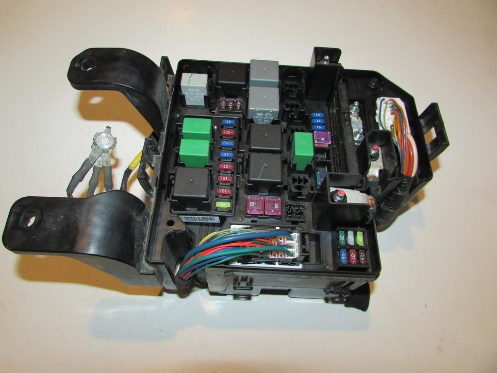 11-13 Kia Sorento 2.4L EX Under hood Relay Fuse Box Block Warranty #1858