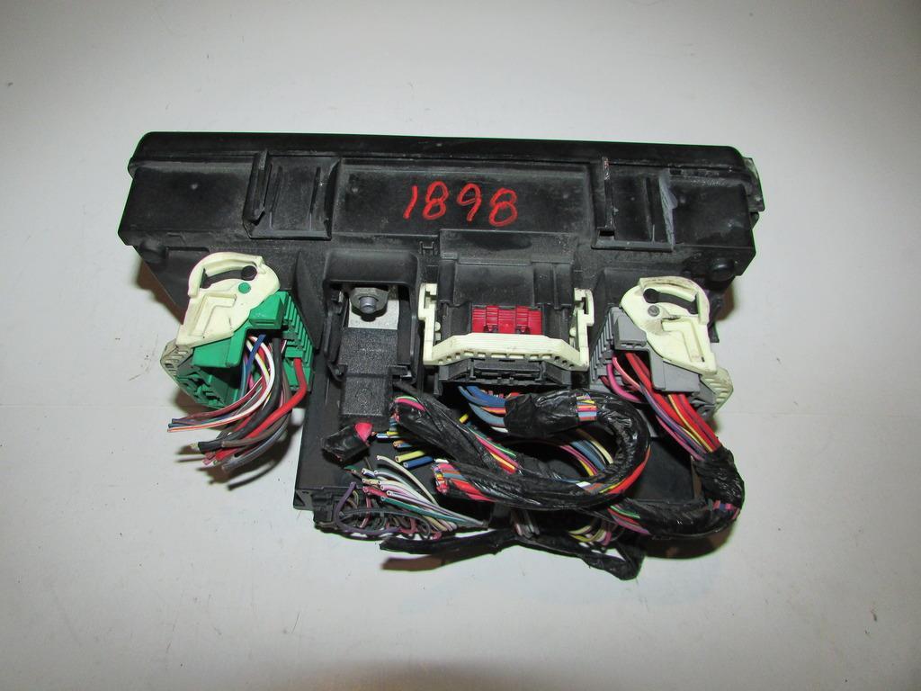 11 14 Jeep Patriot 2 4L Sedan Under hood Relay Fuse Box