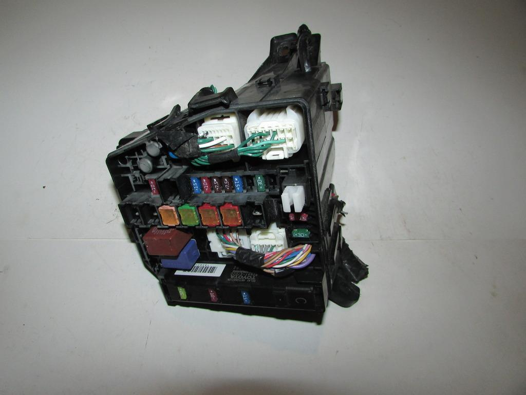 30071510 11 14 toyota yaris 1 5l sedan under hood relay fuse box block fuse box 1965 chevy impala at creativeand.co
