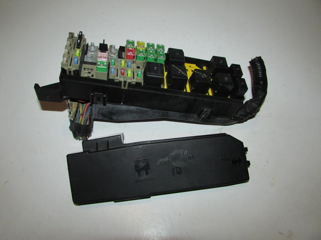 05 07 ford escape 2 3l xls under hood relay fuse box block warranty rh ebay com Fuse and Relay Block Fuse and Relay Block