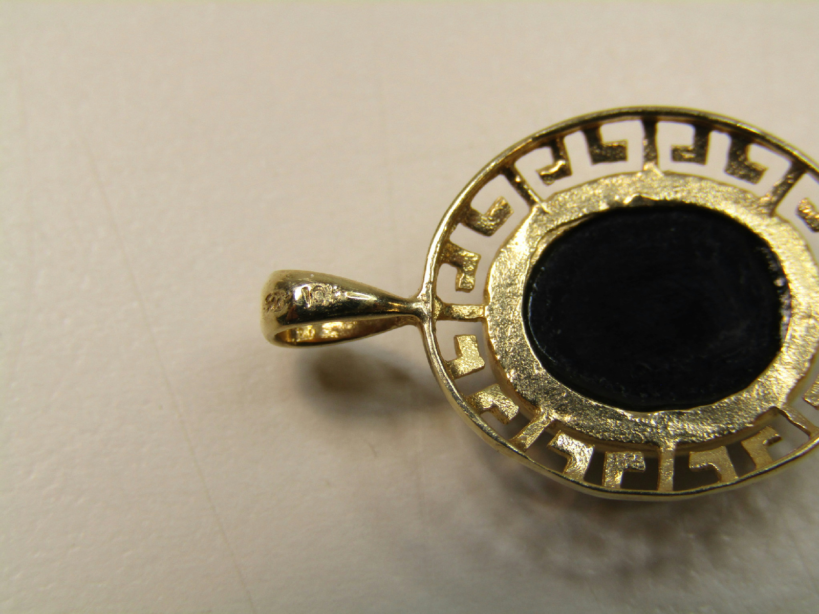 10k marked yellow gold jewelry black cabochon stone pendant. Black Bedroom Furniture Sets. Home Design Ideas