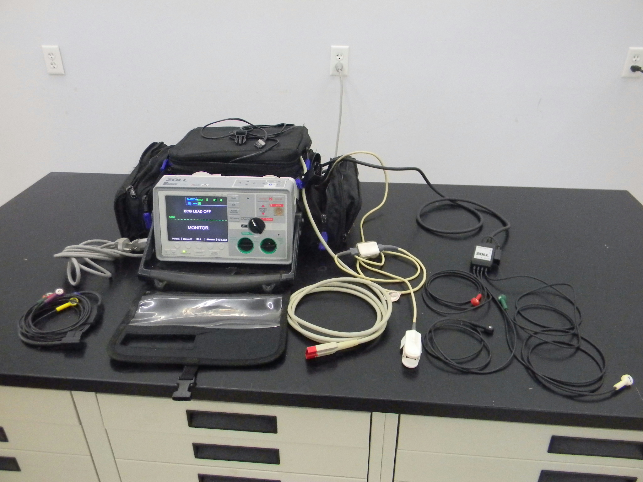 Image of Zoll-E-Series-Biphasic-Pacing-12 by New Life Scientific Inc.