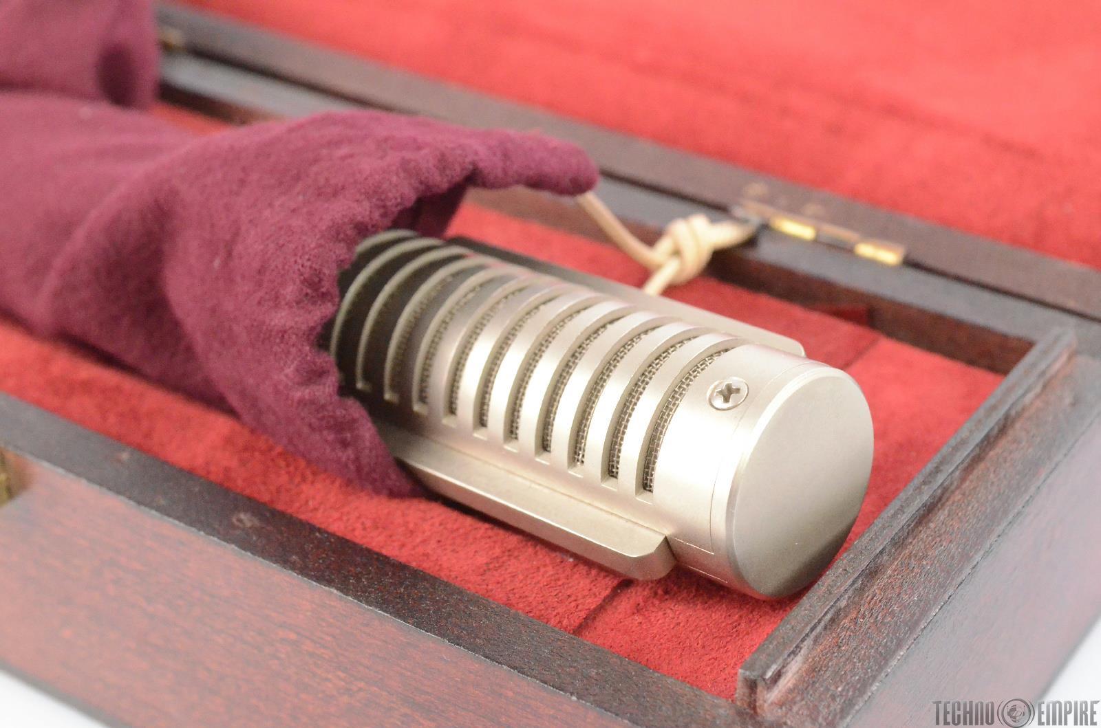 royer labs r 121 studio ribbon microphone mic w wood case clip r121 29761 ebay. Black Bedroom Furniture Sets. Home Design Ideas