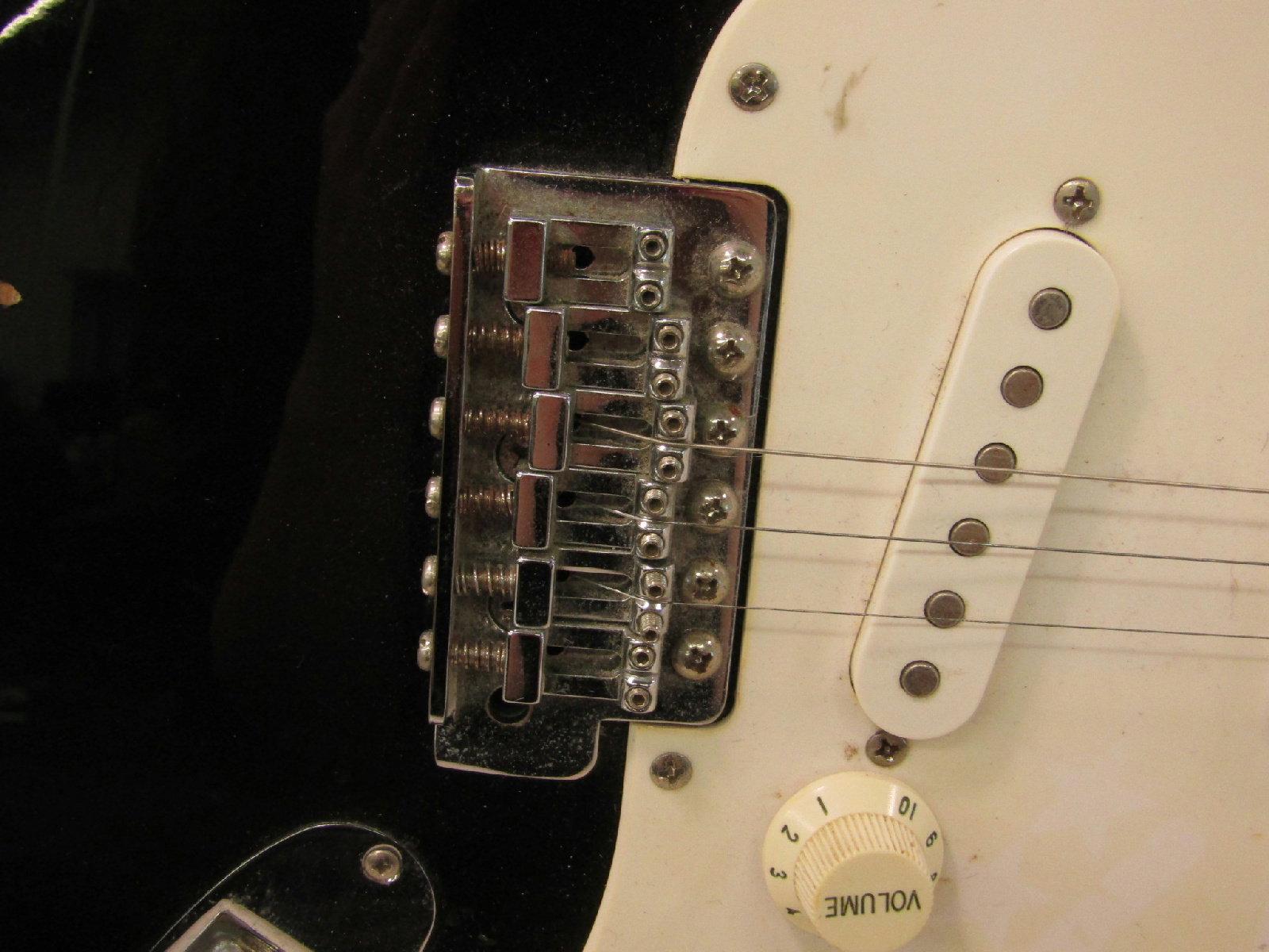 fender squier affinity strat black electric guitar parts. Black Bedroom Furniture Sets. Home Design Ideas