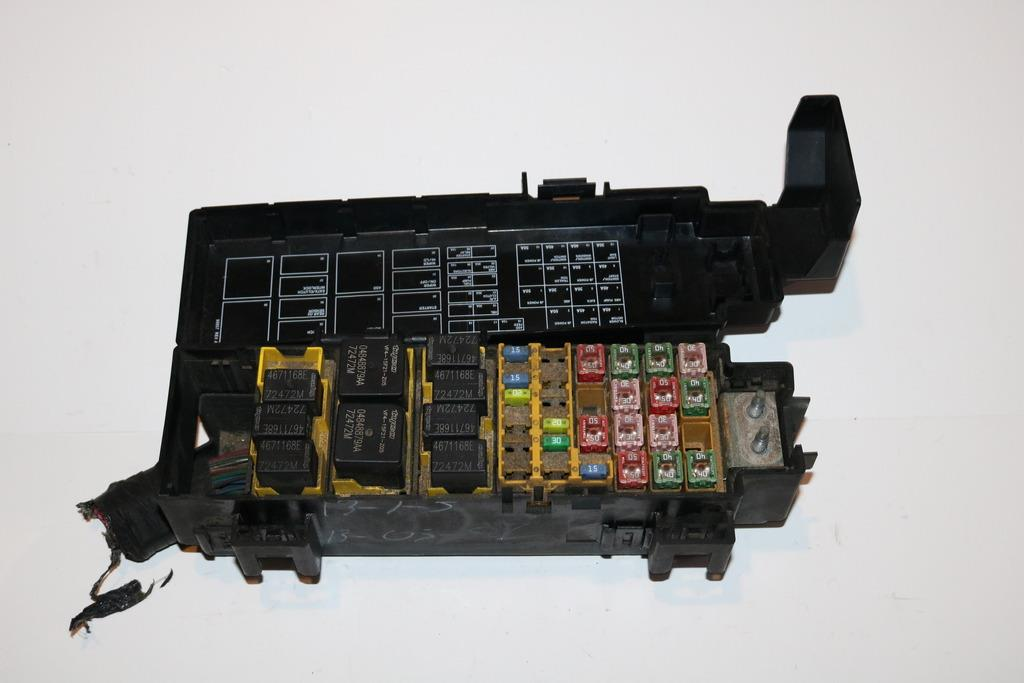 0207 Jeep Berty 4wd Mited 37l V6 Under Hood Relay Fuse Box