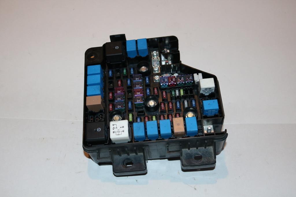 10 12 hyundai santa fe awd gls 2 4l under hood relay fuse. Black Bedroom Furniture Sets. Home Design Ideas