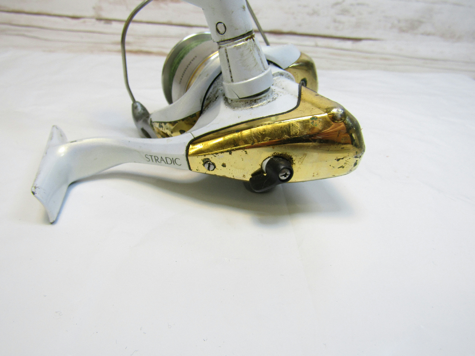 Spinning reel with line