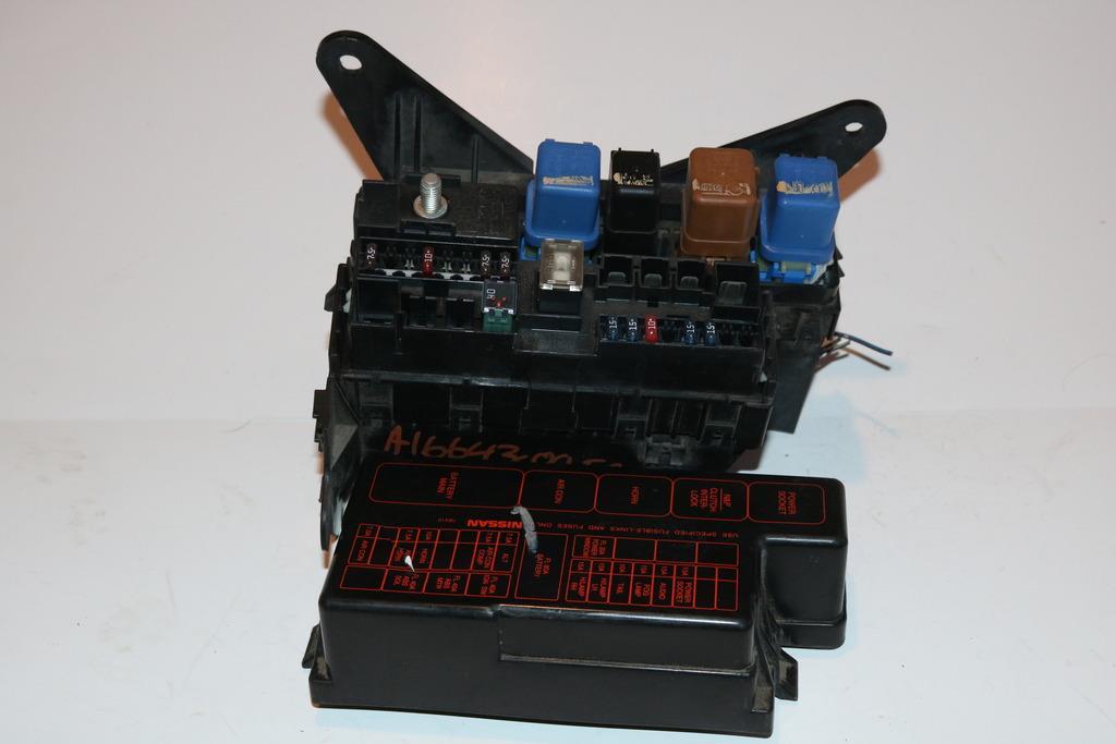 00-04 nissan frontier 2 4l 4x2 under hood relay fuse box block panel #3018