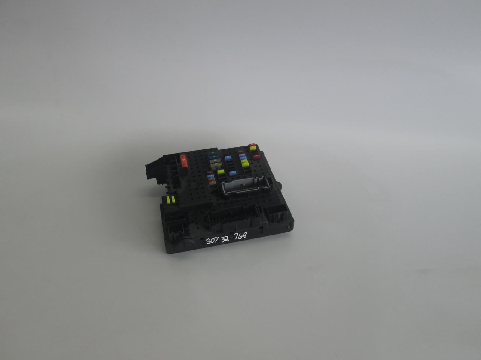 Volvo S60 V70 Rear Junction Fuse Relay Box 30732769 Allums Import