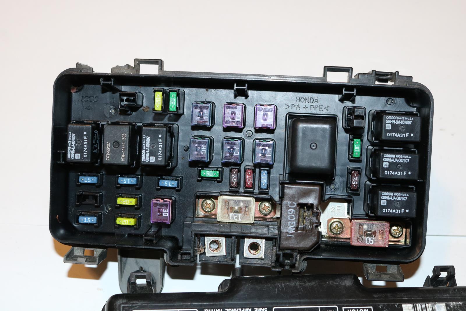 99 Rear Entertain V6 3 5l Relay Fuse Box Panel  3976