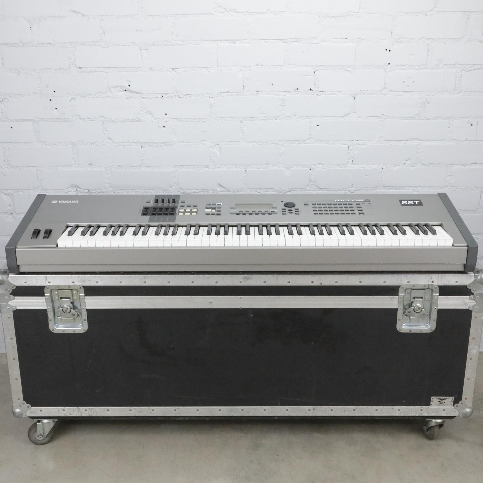 Yamaha Motif 8 88-Key Synthesizer Workstation Keyboard w/Tour Supply Case #40712