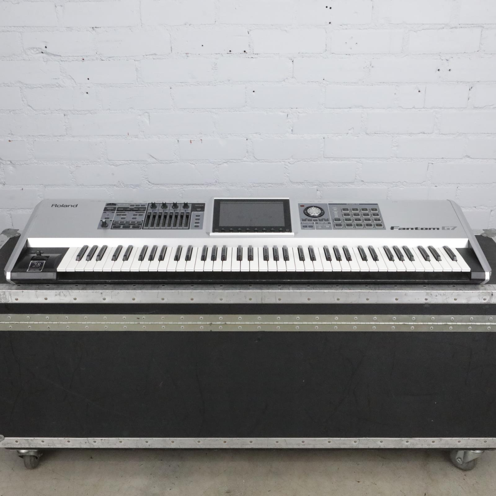 Roland Fantom G7 76-Note Synthesizer Keyboard w/ A&S Road Case #41613