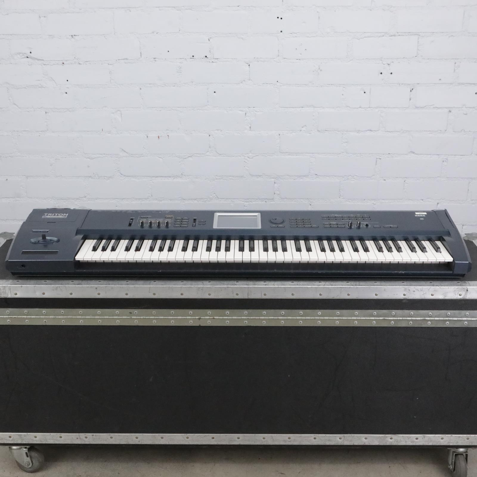 Korg Triton Extreme 76 Workstation / Sampler Keyboard w/ A&S Road Case #41609