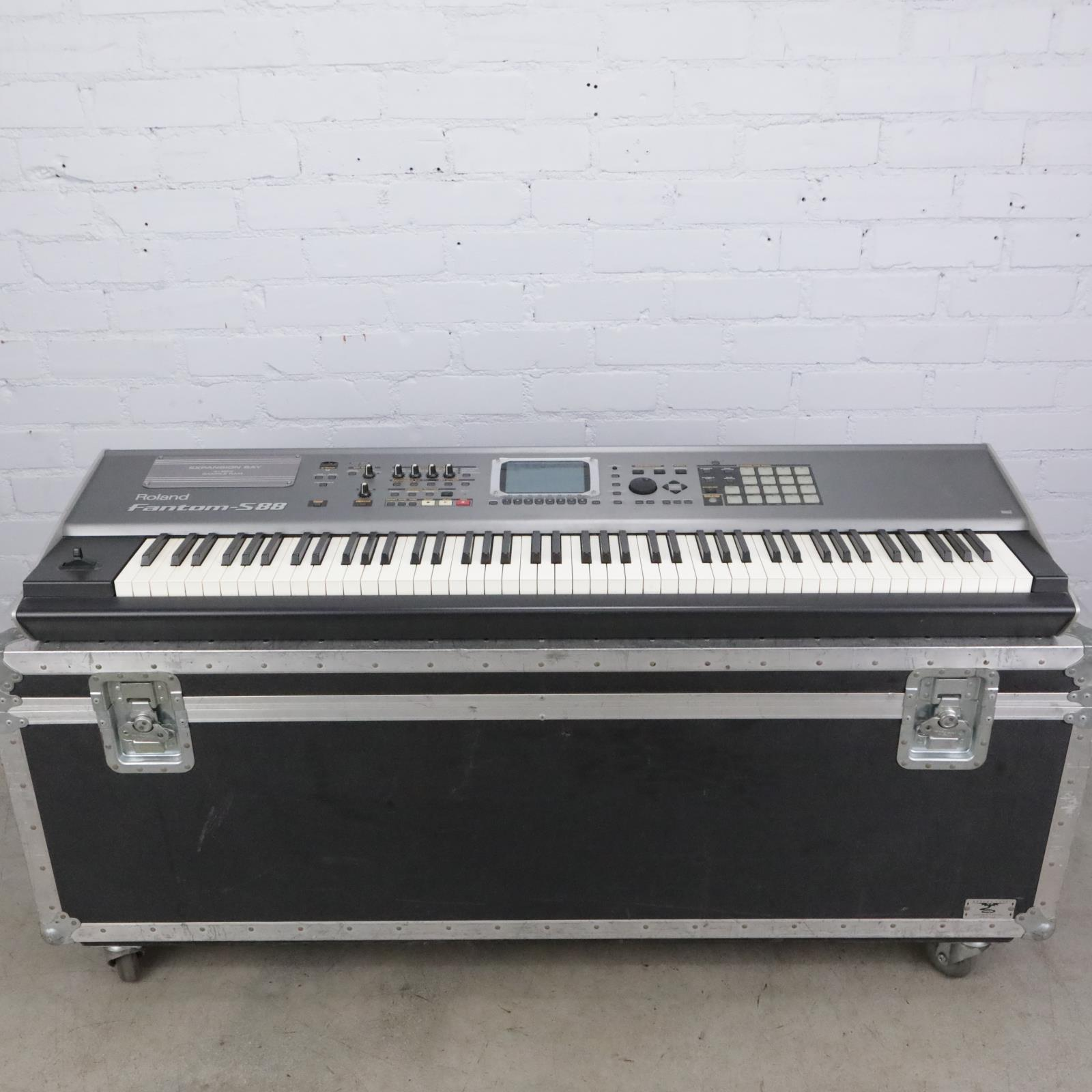 Roland Fantom S88 Workstation Keyboard w/ Road Case #41594