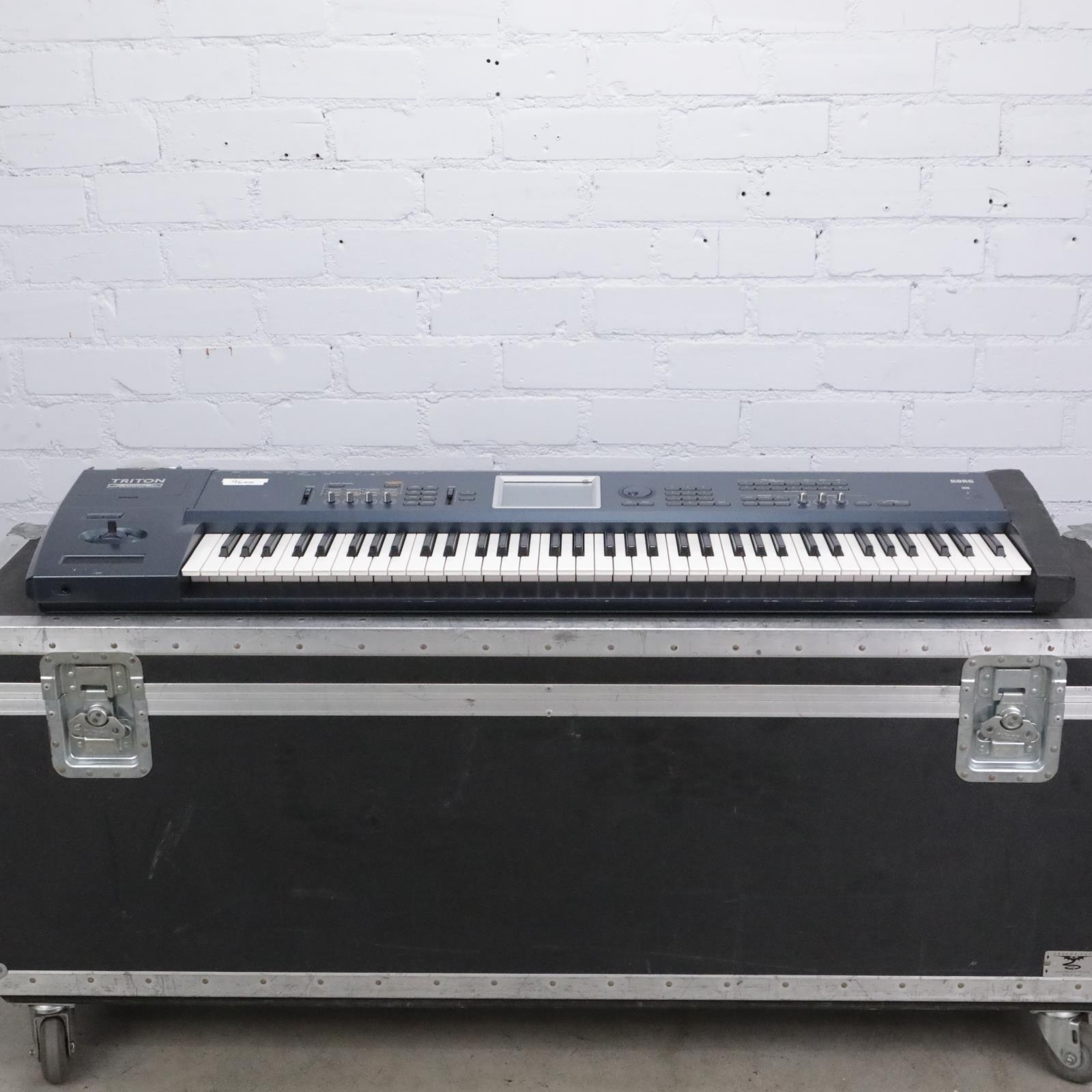 Korg Triton Extreme 76 Workstation / Sampler Keyboard w/ A&S Road Case #41606