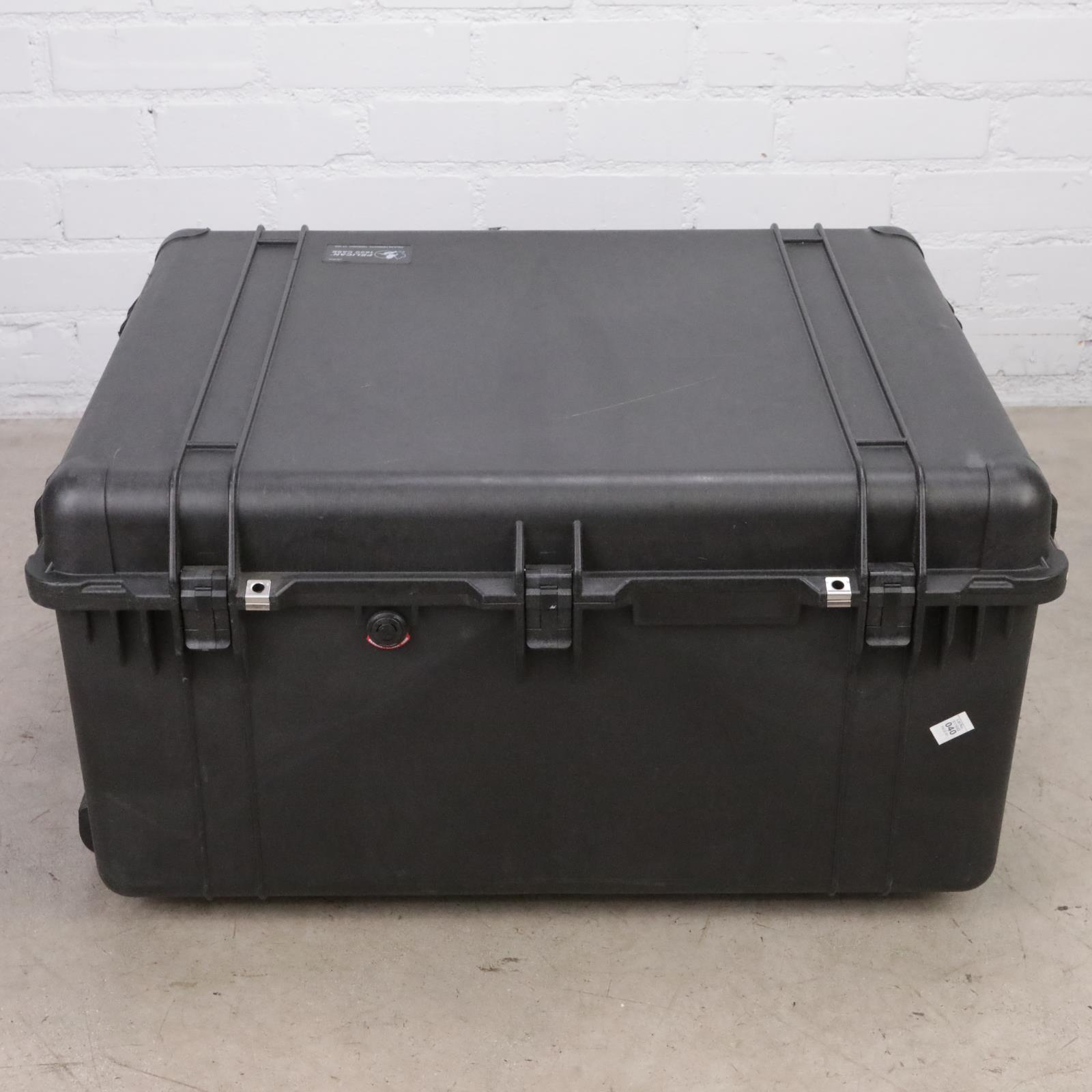 Pelican 1690 Protector Transport Case w/ Foam & Padded Dividers #44941